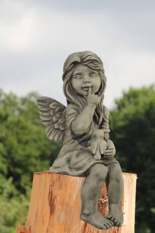 Gartenfigur kantenhocker engel dara for Gartenfiguren aus steinguss